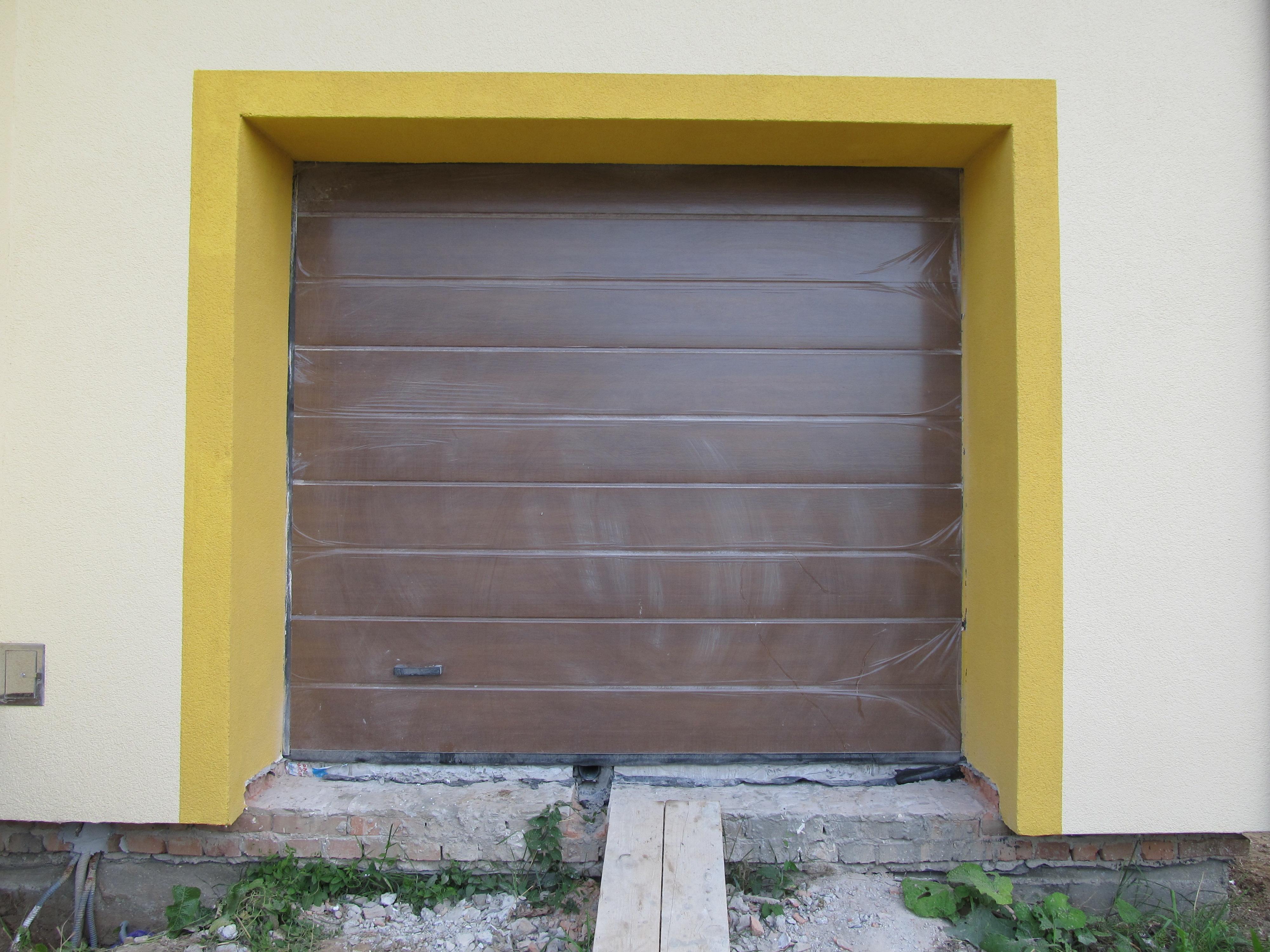 Секційні гаражні ворота Алютех(в плівці)