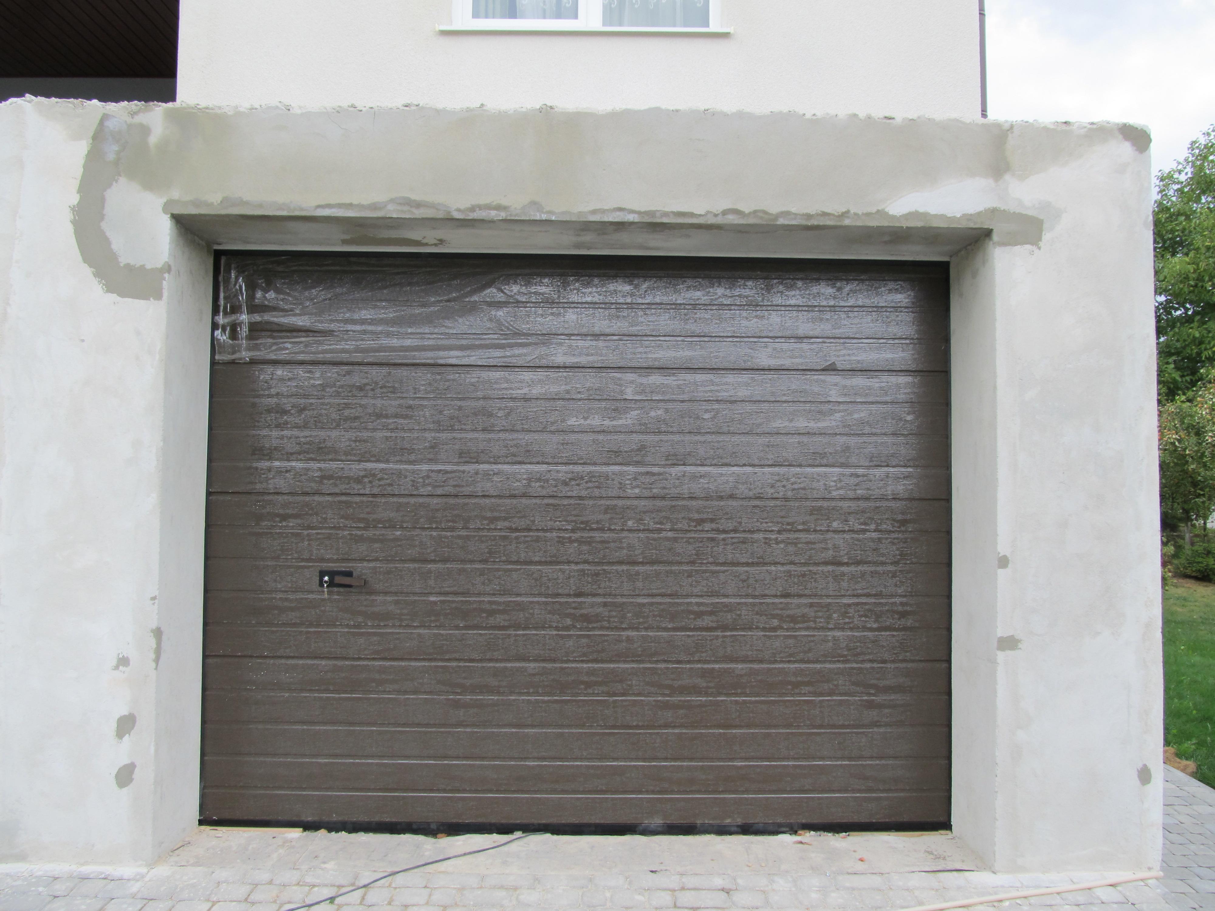 секційні ворота Alutech